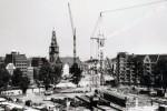 In 1975 besluit de gemeenteraad van Amsterdam tot stopzetting van de bouw van nieuwe metrolijnen.